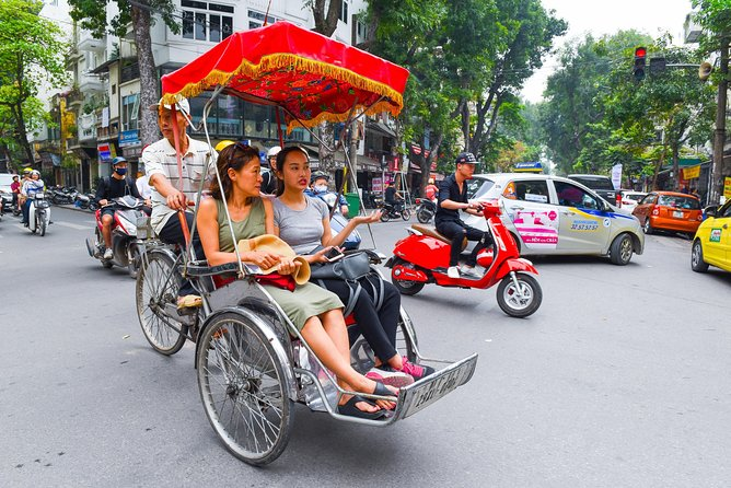 Small-Group Street Food Bike Tour of Hanoi Old Quarter