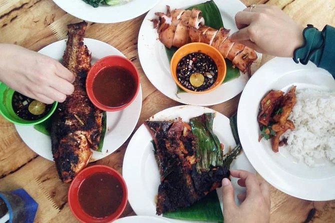 Malaysia Street Food : Nasi Lemak & Ikan Bakar with KL City Tour in Between