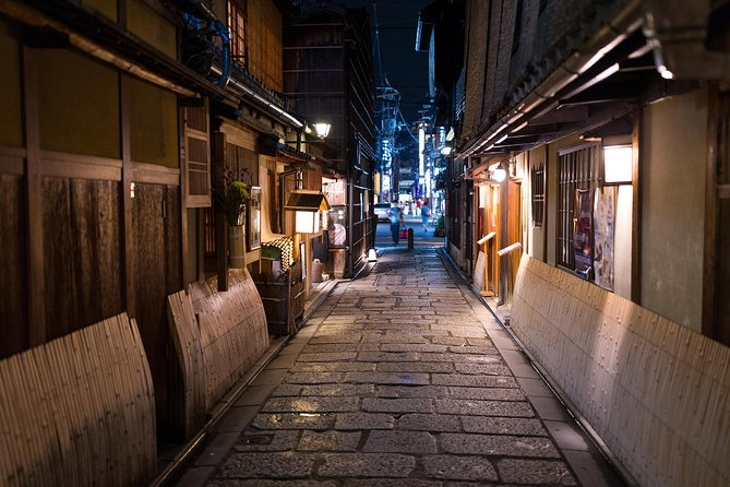 4 hours in Kyoto with a local: private & personalized photo 25