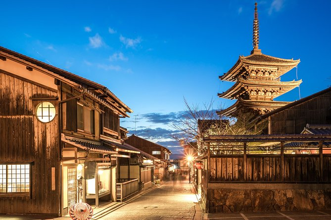 4 hours in Kyoto with a local: private & personalized photo 20