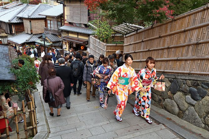 4 hours in Kyoto with a local: private & personalized photo 9