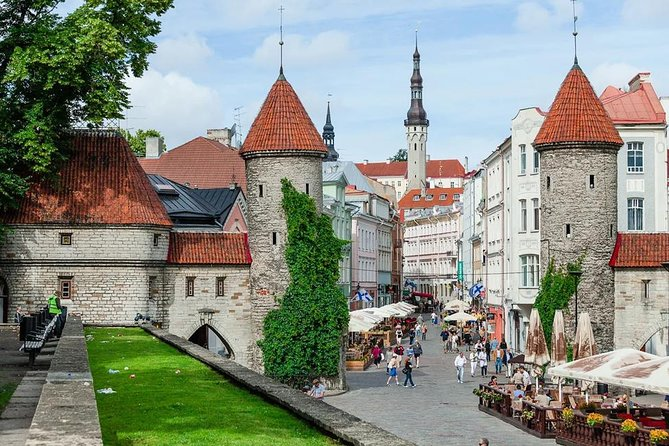 Discover the highlights of Tallinn fully private tour in Tallinn