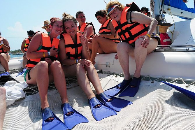 Catamaran Sail and Snorkeling Tour with Open Bar in Puerto Morelos photo 4
