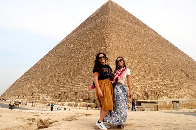 Private Pyramid Tour of Giza Saqqara and Memphis with Guide from Cairo Airport