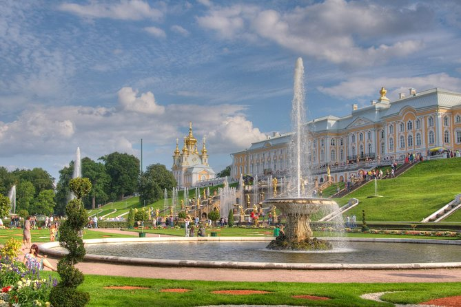 5-Hour Small-Group Peterhof Palace & Parks Tour