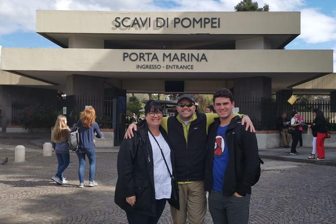 Pompeii and Herculaneum Skip-The-Line with Lunch and Wine Tasting from Rome