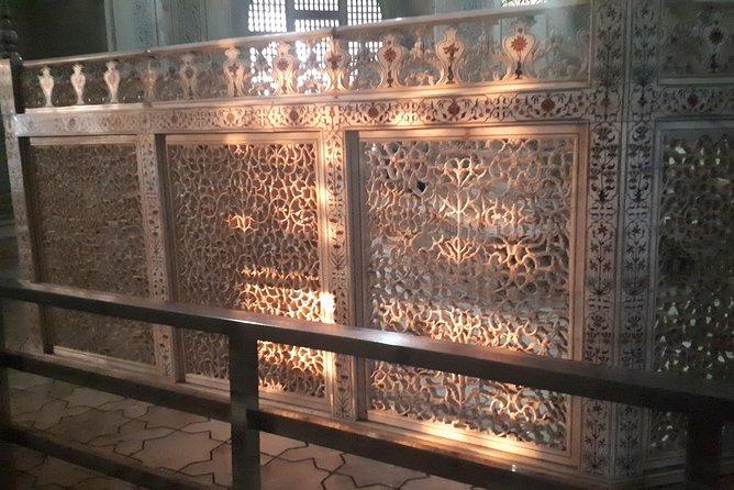 Private Taj Mahal Tour by Train in Gatiman Express