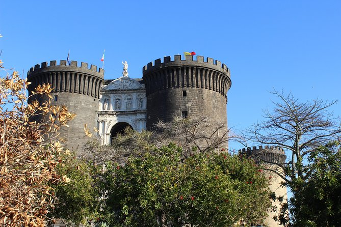 Guided Tour The Origins Of Naples, From Castel Dell'ovo To The Maschio Angioino