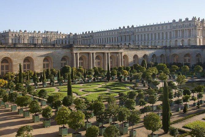Private Castle of Versailles Transfers - Minivan Premium Service