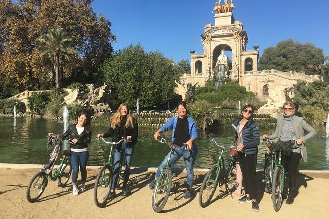 Barcelona Evening Small Group Bike Tour with Cava | with Private Option