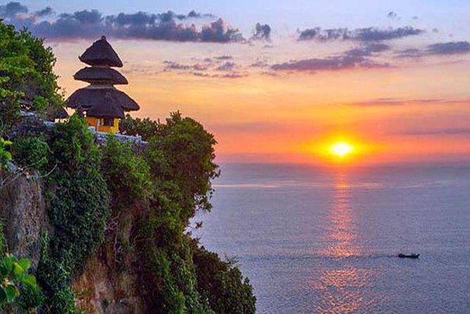 One of the best tours in Bali: Uluwatu temple and seafood dinner Jimbaran beach