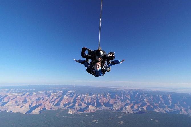 Fallschirmsprung über dem Grand Canyon