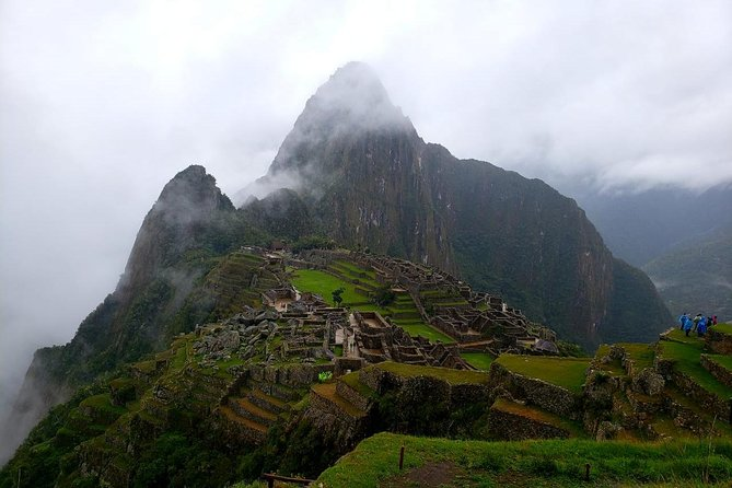 Small-Group Tour: Guide Service in Machu Picchu from Cusco