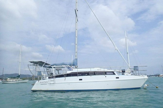 Privé Tour: Phang Nga Bay en Koh Panak Sailing Trip vanuit Phuket