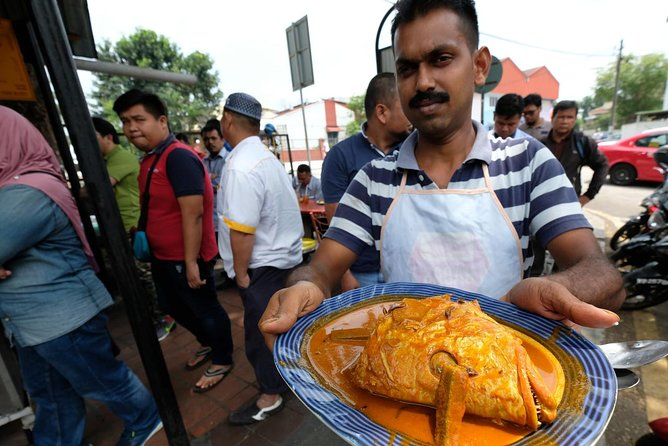 Malaysia Street Food : Nasi Lemak & Fish Head Curry with KL City Tour in Between