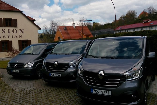 Private one way transfer from Hallstatt to Prague