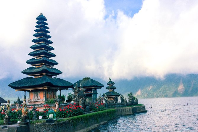 Bali Full-Day Tour Include Nungnung Waterfall,Beratan Lake,Jati luwih,Tanah Lot