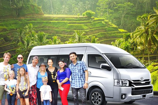 Customizable 10h Tours in a 14-Seater Bus