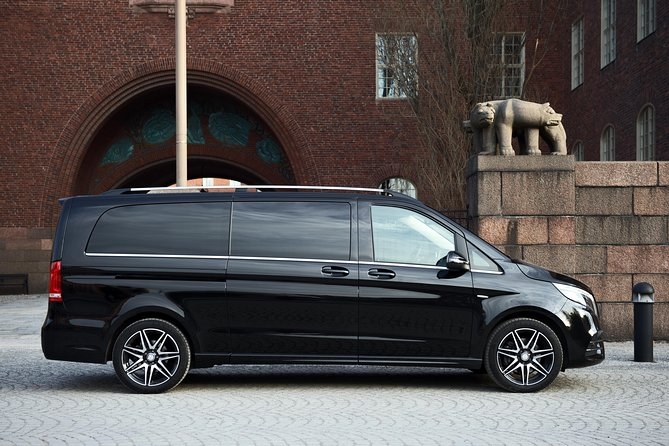 Airport Limousine Transfer: Arlanda Airport to Seaport Stockholm 1-7 Passengers