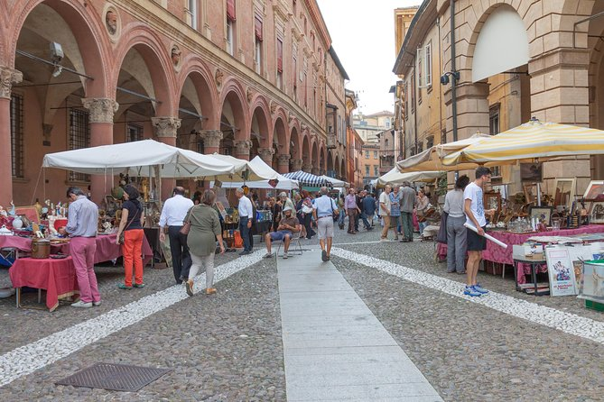 A half day in Bologna with a local: private & personalized photo 2