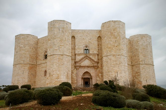 Castel del Monte walking tour at sunset