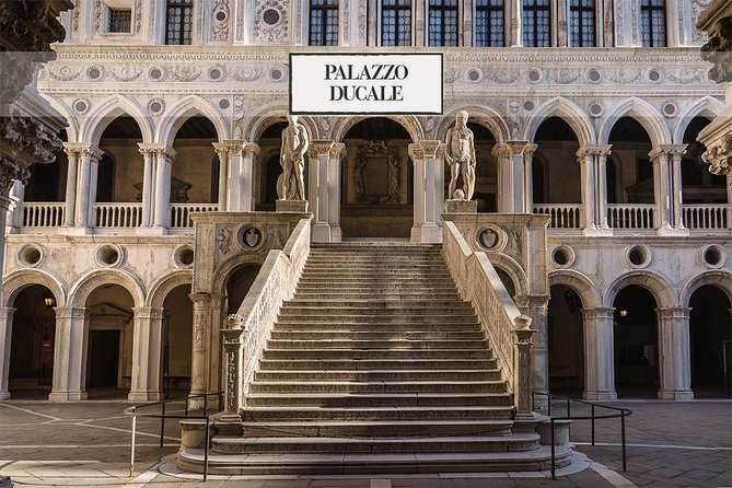 Fairytale Venice: Palazzo Ducale, mysterious walking tour & Gondola ride