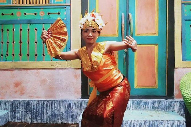 Learning Balinese Dance in Lovina, Bali