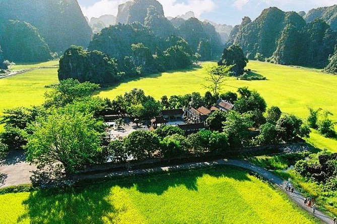 Hoa Lu Tam Coc Full-Day DELUXE Tour Including BUFFET LUNCH & River Boat Ride photo 27