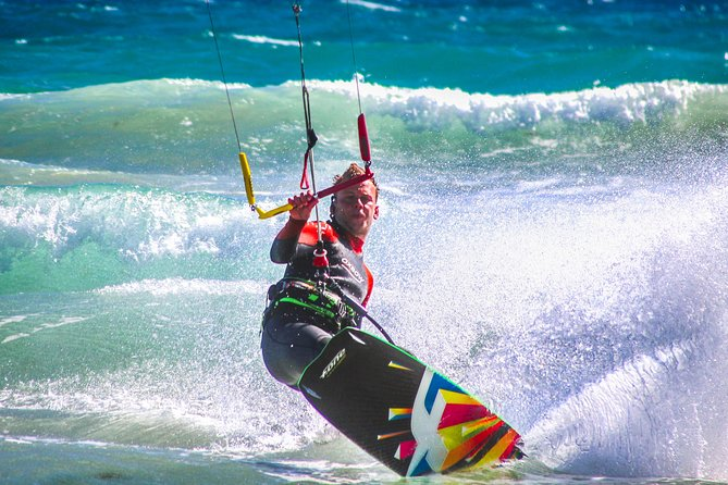 Individual, semiprivate and group kitesurf lesson photo 4