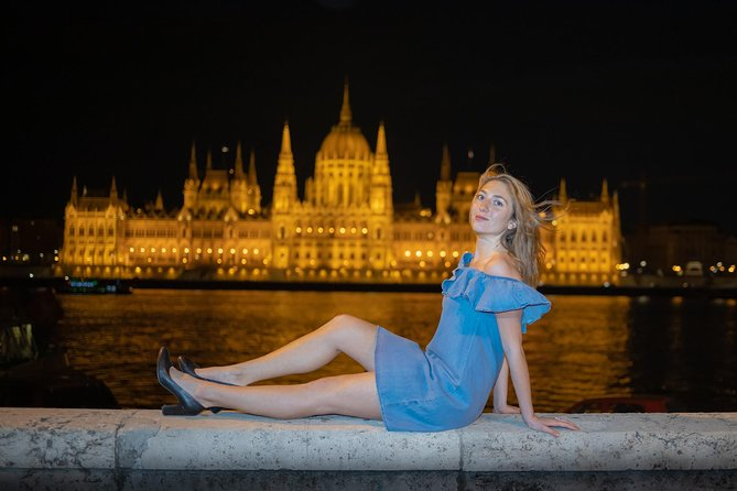 Professional Photography in Budapest at Sunset and Night (2hrs) photo 4