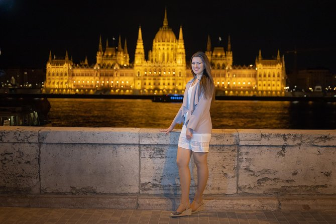 Professional Photography in Budapest at Sunset and Night (2hrs) photo 14