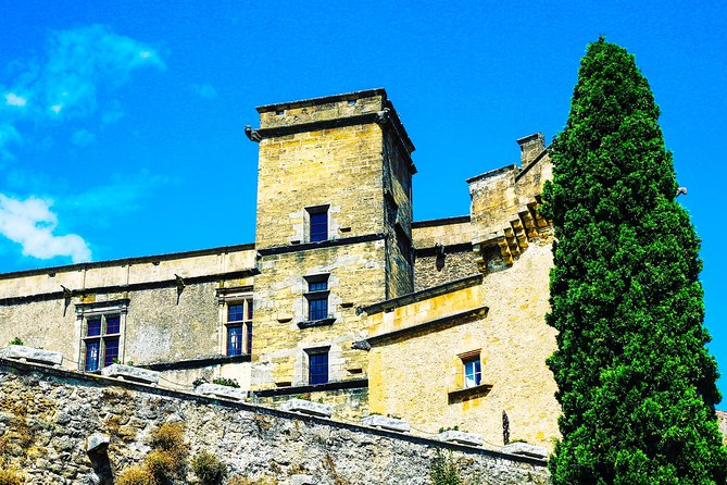 The tiny hilltop villages of the Luberon - from Gordes to Lourmarin private tour