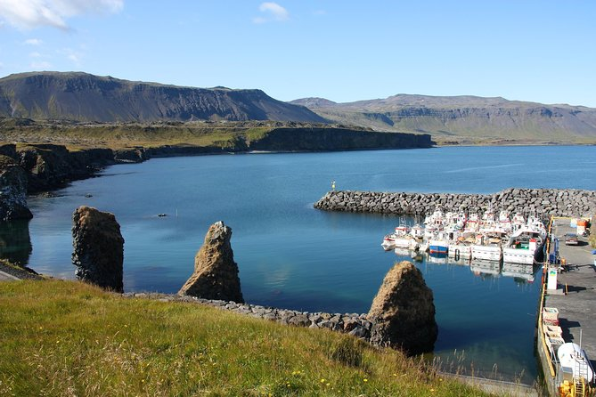 2 Day Snæfellsnes Tour | Lava Cave, Waterfalls, Seals, Hot Springs photo 3