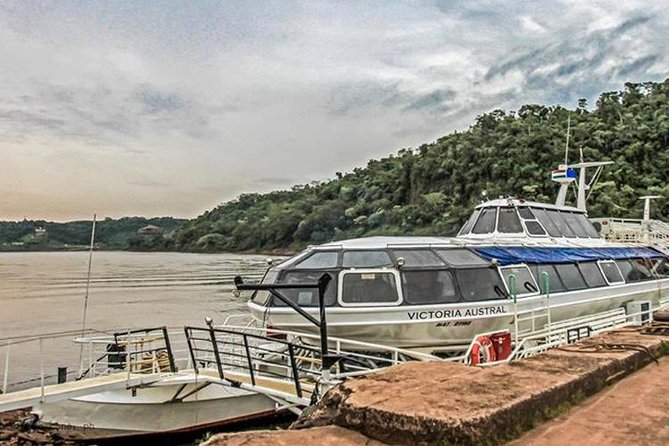 Catamaran on Iguazú and Paraná rivers by sunset photo 6