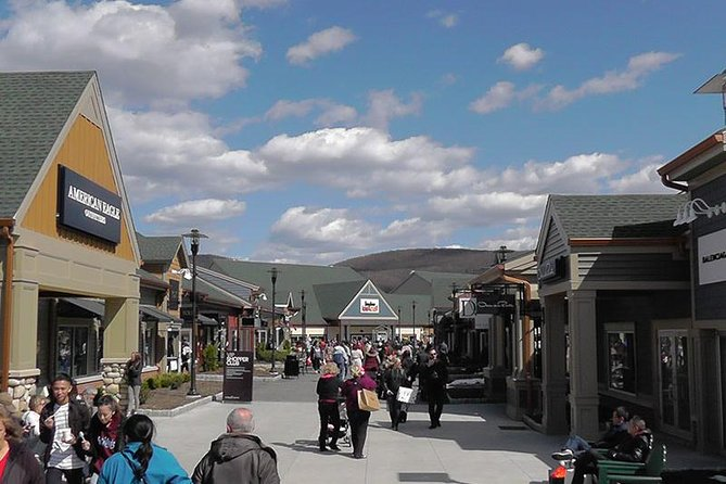 Woodbury Common Premium Outlets Shopping Tour from Manhattan photo 9