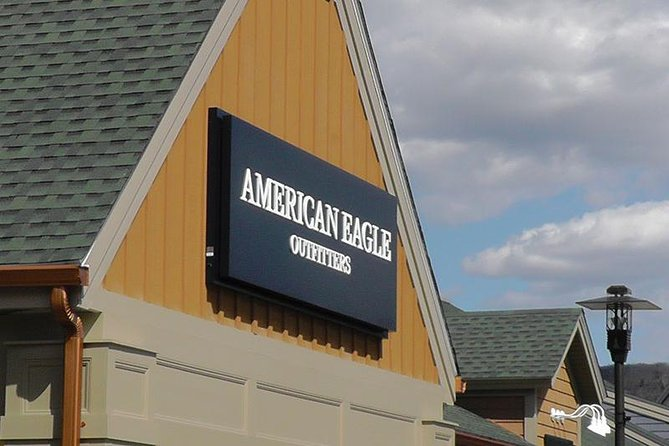 Woodbury Common Premium Outlets Shopping Tour from Manhattan photo 15