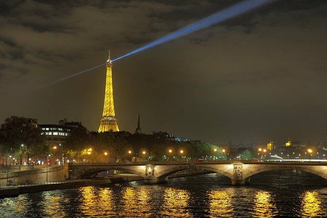 Private Tour: Eiffel's Glittering Tower's Summit by Night