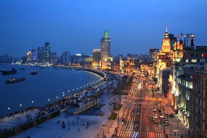 Shanghai Private Night Tour with Huangpu River Cruise, the Bund and Xintiandi photo 7