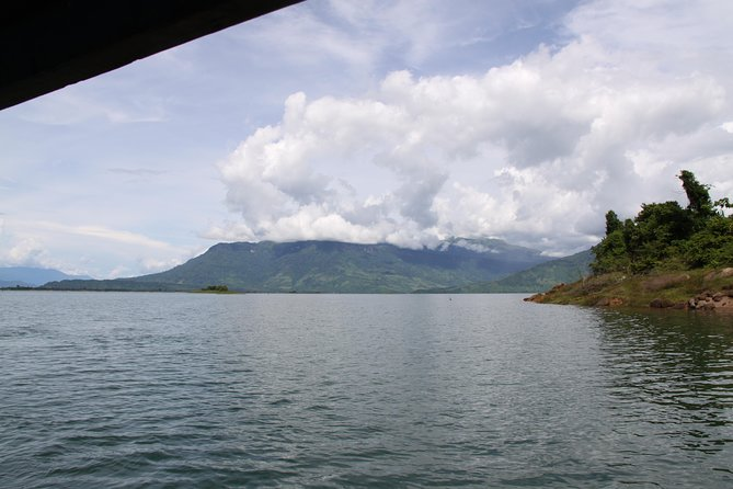 Day Trip to Nam Ngum Dam including visit local village with Lunch on boat