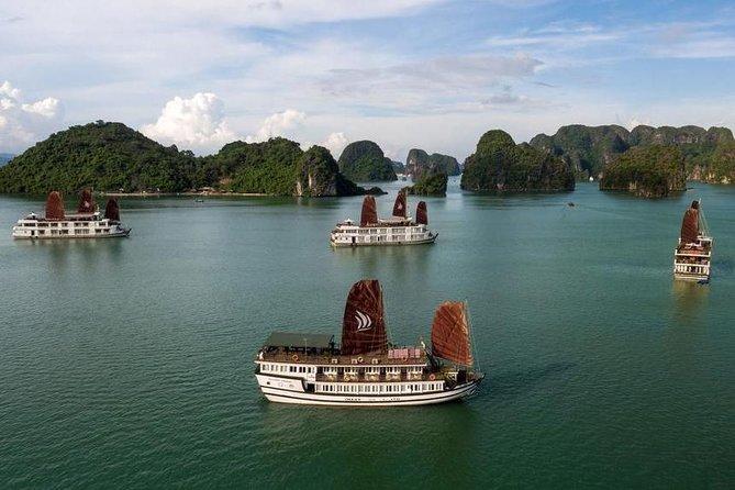 Pasaremos la noche en BEST PREMIUM Cruceros por la bahía de Halong con todas las inclusiones desde Hanoi