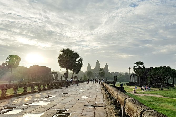 2 Days private tour: Angkor sunrise, Banteay Srei temple and Beng Mealea temple