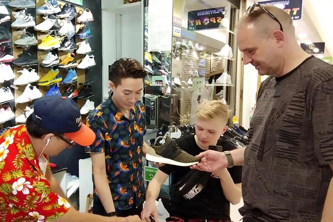 Trendy Bangkok Shopping Tour with Fashion Stylist