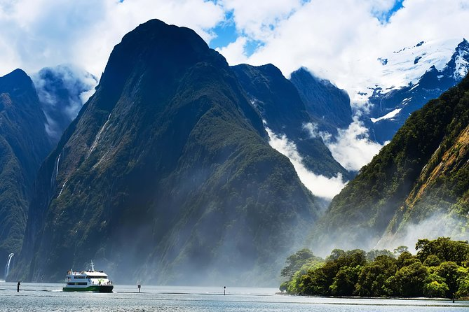 Milford Sound Cruise with Optional Bus Tour