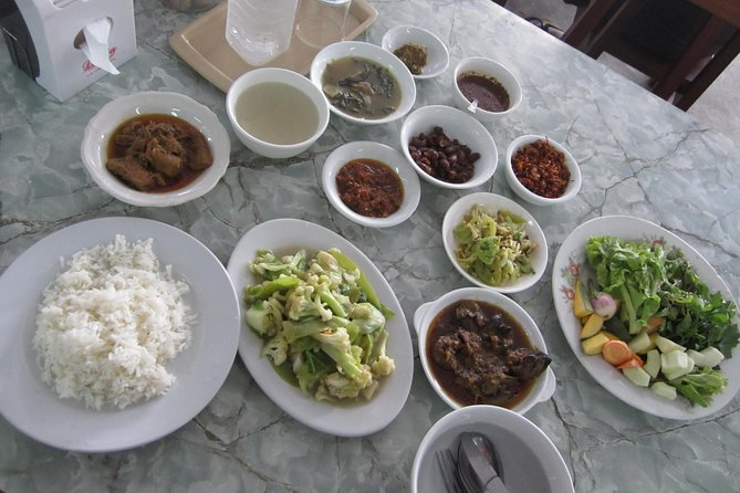 Mandalay Day Tour: Markets & Fine Food