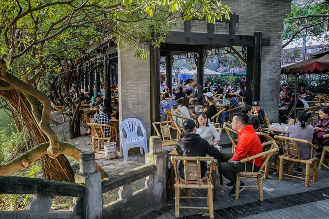 Private Day Tour: Chengdu Panda Base & downtown walking tour