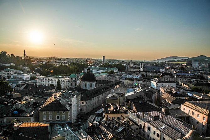 Transfer from Prague to Salzburg: Private sightseeing daytrip with 2 stops