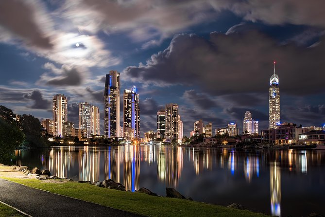Luxury Gold Coast Airport Transfers To and From Surfers Paradise Up to 4 ppl