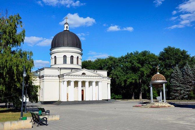 Kiss me Now - city tour of Chisinau!