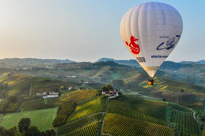 Hot Air Balloon Flight in Barolo and Brunch in Vineria