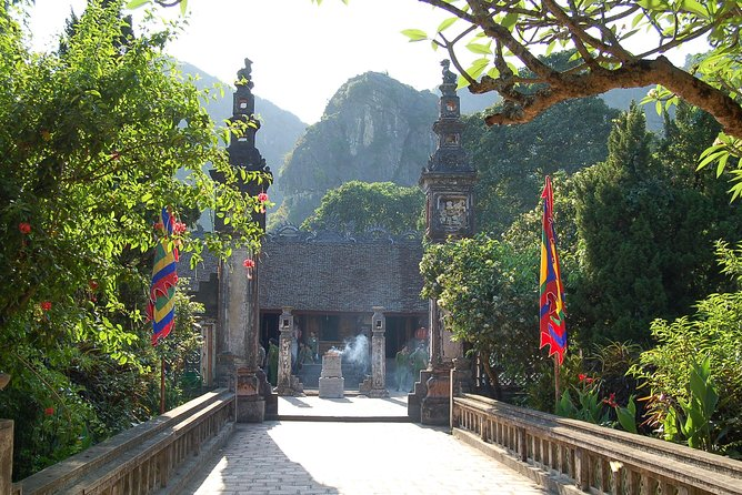 Full Day Hoa Lu and Tam Coc DELUXE Tour Including BUFFET Lunch